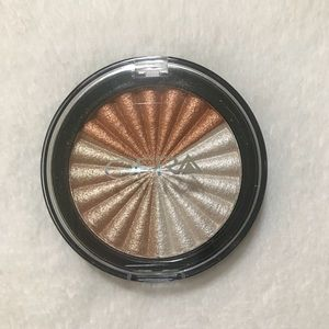 Ofra Cosmetics Everglow Highlighter Powder Compact